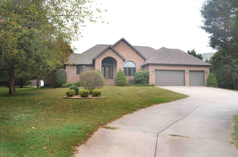 All brick 3 bedroom walkout basement home on acres for Walkout basement sunroom